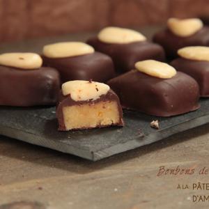 Bonbons de chocolat à la pâte d'amande à l'orange confite